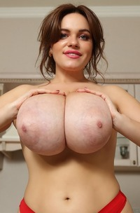 Lovely And Busty All-natural Jenny Oops