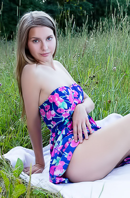 Nude Teen Lara Sugar Relaxing On The Grass
