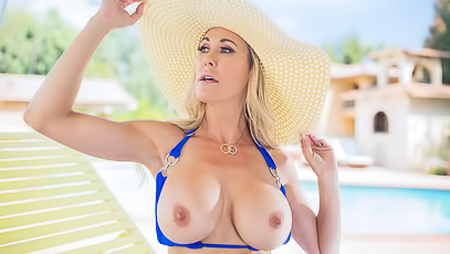 Brandi Love With Gorgeous Body Enjoys Hot Love